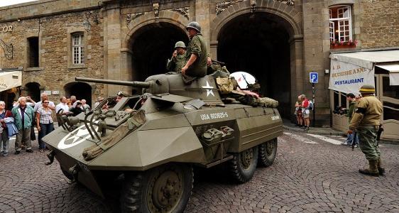 Saint-Malo : Grand Défilé de véhicules militaires de la Seconde Guerre Mondiale