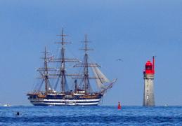 Saint-Malo : escale de l' Amerigo Vespucci