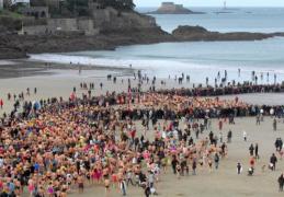 Dinard : 46ème édition du dernier bain de l'année 2015!