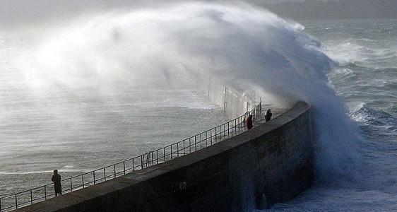 Bretagne : Alerte météo Vigilance vent violent et vagues-submersion