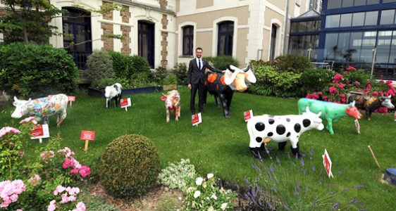 Hôtel Barrière Le Grand Hôtel Dinard  – La Cow Parade fait son Cinéma