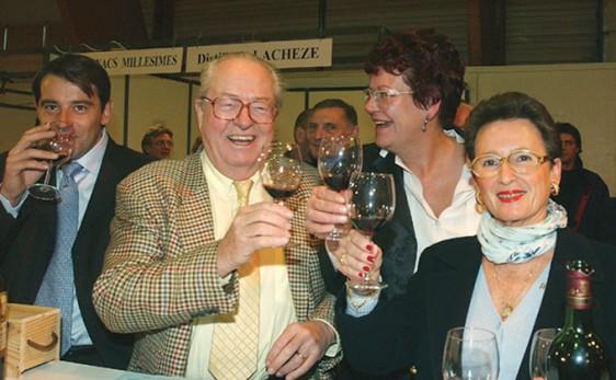 Jean-Marie Le Pen Salon des Vins en 2003 - Rennes photo Patrick Desjardins ©